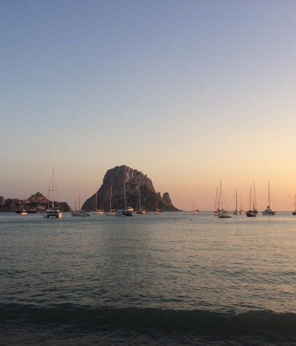 Arena Catamaran Ibiza playa atardecer