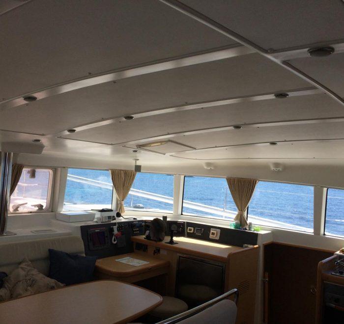 Arena Catamaran Interior vista