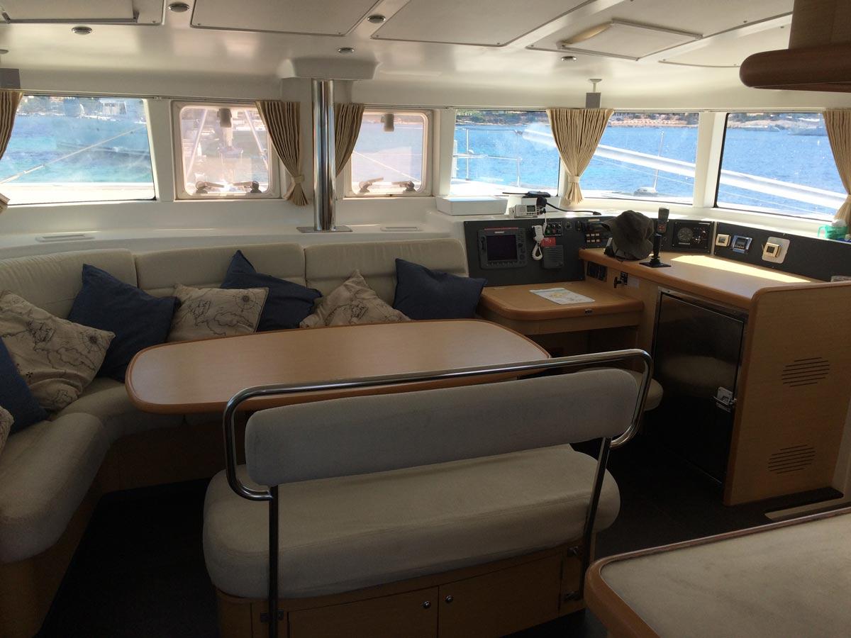 Arena Catamaran mesa común