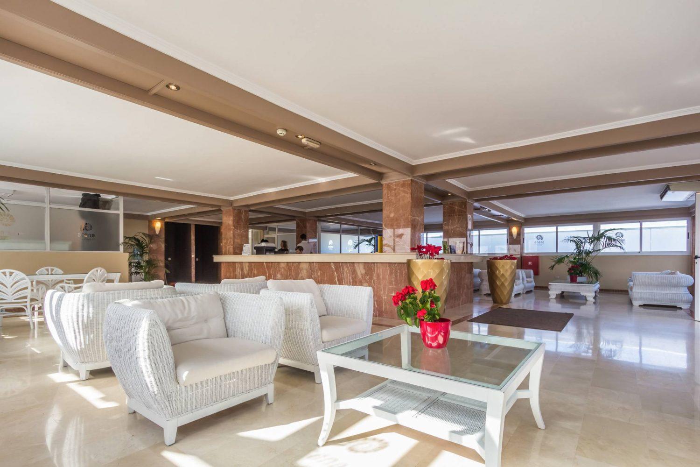 Arena Hoteles Catamaran reception