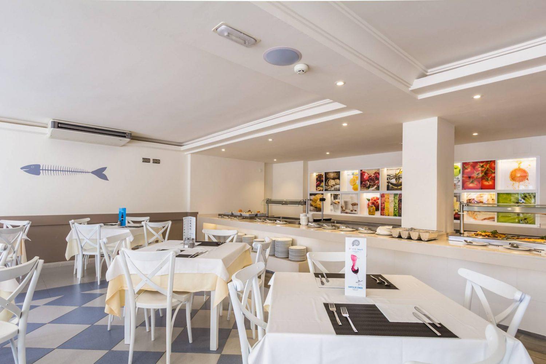 Arena Hoteles Catamaran buffet